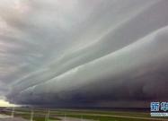 马来西亚沙巴州上空出现罕见卷轴云(图)